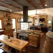 东南亚厨房原木吊顶设计