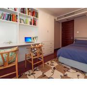 90平米房屋卧室书柜装饰