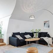 小阁楼黑色沙发装饰