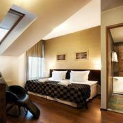 阁楼斜顶卧室设计