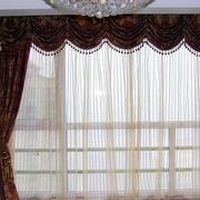 小型公寓客厅飘窗窗帘装饰