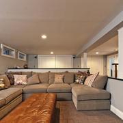 简约风格地下室沙发设计