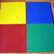 色彩鲜明的橡胶地垫