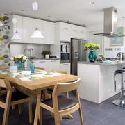 厨房木制桌椅设计