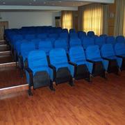 教室蓝色桌椅装修