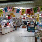 购物商场书店书架