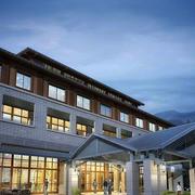 大型东南亚风格酒店外观图