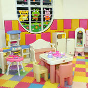 幼儿园彩色地面装饰