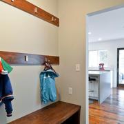 原木低矮玄关设计