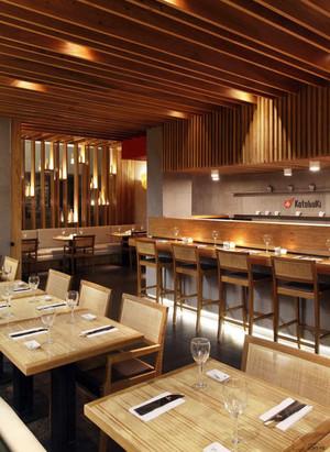 享受不一样的畅快:日式料理店铺装修效果图实例欣赏