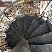 大型别墅旋转楼梯设计