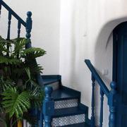 蓝色楼梯装饰