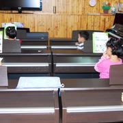 幼儿园教室木制电视墙设计