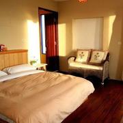 农村房屋浅色卧室设计