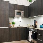 原木深色厨房柜子设计