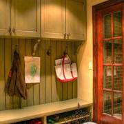 两居室玄关进门鞋柜装修