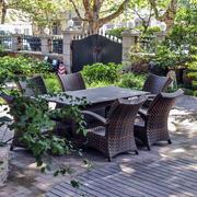 别墅庭院木椅装饰