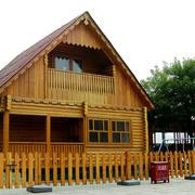 原木尖顶小型别墅装修