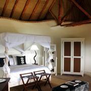 卧室原木吊顶设计