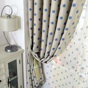 公寓卧室窗帘装修图示