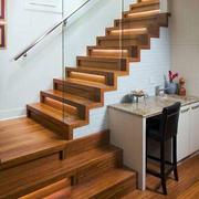 原木材料阁楼楼梯图示