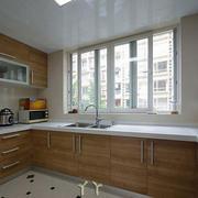 U型日式原木厨房