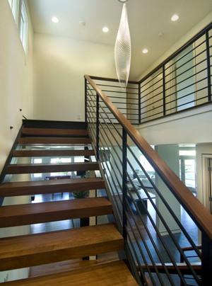 浅色调楼梯设计装修效果图