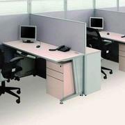 小型办公桌隔断设计