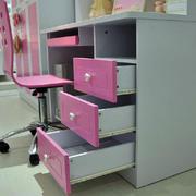 粉色钢化学习桌装修