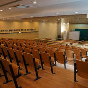 大型教室木制桌椅设计