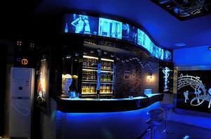 动感激情的现代都市酒吧吧台装修效果图