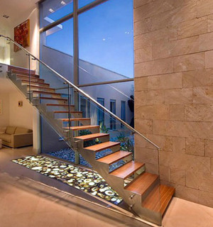 现代简约风格不锈钢楼梯扶手装修效果图