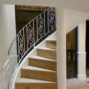 原木材料旋转楼梯