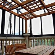 阳台原木吊椅装饰