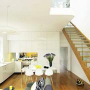 小阁楼原木楼梯装饰