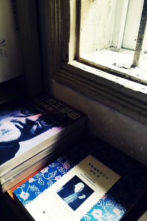 适合年轻人常去的小型文艺公用书店装修效果图
