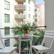 白色简约阳台桌椅设计