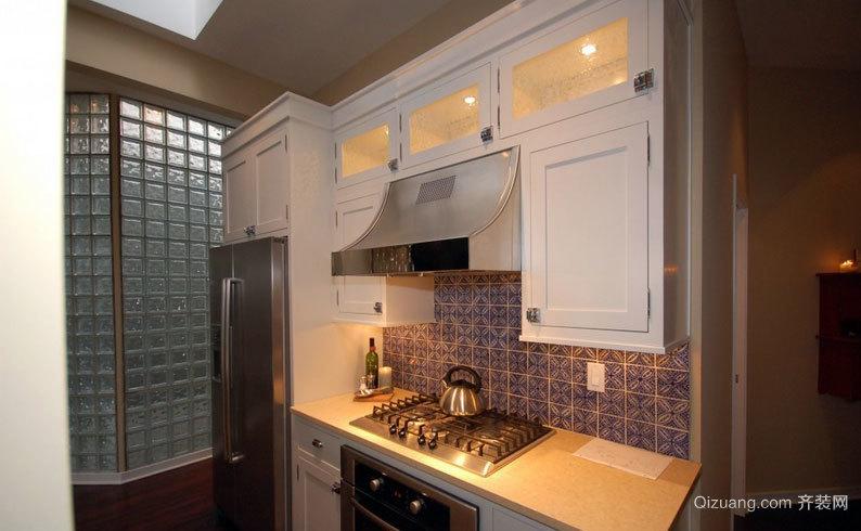 和客厅相融合的开放式厨房装修效果图