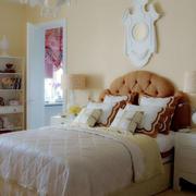 简约大方卧室浅色背景墙设计