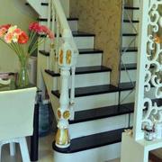 现代简约风格原木楼梯扶手