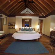 酒店卧室原木吊顶