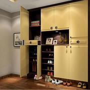 原木封闭式鞋柜设计