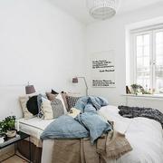 卧室纯色墙壁设计
