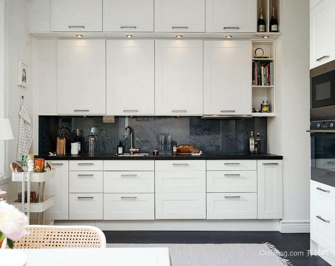 简洁干净 无油烟污垢的小厨房装修设计效果图