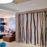 客厅原木隐形门设计