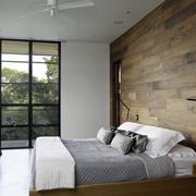 卧室大型窗户设计