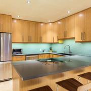 现代简约风格厨房吊顶装修