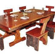 大方简约的桌椅装修