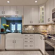 白色厨房橱柜设计