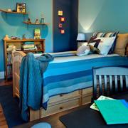蓝色系蜗居卧室装修